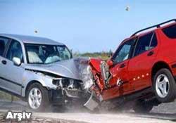 Hopada trafik kazası:1 ölü 1 yaralı